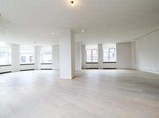Situé à proximité du goulet Louise dans une rue calme - Magnifique appartement 3 chambres d'une superficie totale de 24