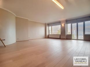 La magnanerie  Superbe appartement 3 chambres dune superficie totale de 127m² + 20m² de terrasses  Il se compose dun beau hall dentré