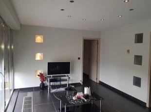 Joli appartement entièrement rénové en 2007. Situé au quatrième étage de la résidence Memphis cet app