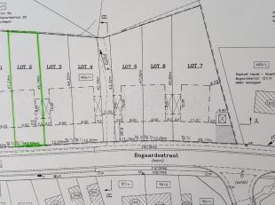 Westelijk georiënteerd lot bouwgrond rand Maldegem (richting Oedelem) met zicht op achterliggende weilanden. Bestemd voor halfopen bebouwing, zon