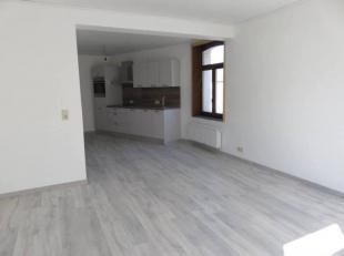 Très bel appartement avec entrée privative comprenant: hall d'entrée, living avec coin cuisine équipée, salle de do