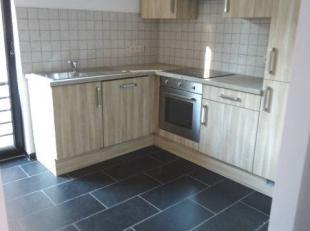 Bel appartement situé au 1er étage : Hall, cuisine super équipée, living très lumineux, 2 chambres, salle de bain,