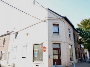Bâtiment avec rez-de-chaussée commercial + 1 appartement à l'étage :Surface commerciale (32 m²) + appartement 3 chambr