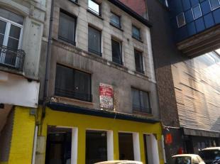 Avis aux investisseurs : Immeuble sur 3 niveaux composé de 6 studios et un rdc commercial: Hall avec ascenseur, rez-de-chaussée commerci