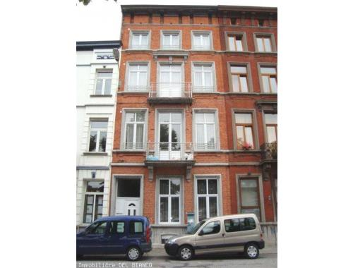 Appartement te huur in Charleroi, € 550