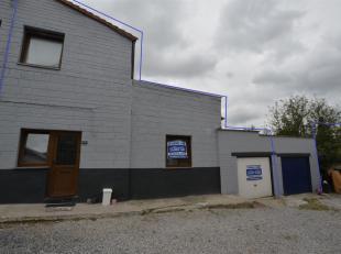 Maison avec garage et jardin avec servitude de passageCOMPOSITION :Rez-de-Chaussé : Salon et salle à manger, cuisine équip&eacute