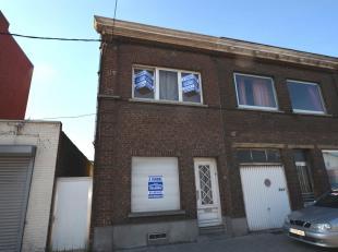 Maison situé derrière centre commercial Ville 2 Composition : Rez-de-chaussée : Salon (20 m²), Salle à manger (15 m&s
