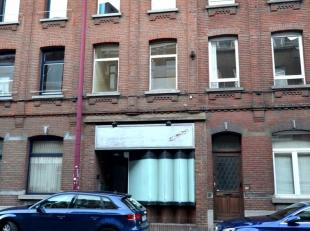 Appartement/Studio situé à Charleroi à proximité de la piscine Hélios Composition : Salon avec coin chambre, cuisin