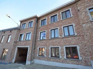 Appartement situé au 1er étage avec garage, situé proche de toutes commodités comprenant :Hall, living (32 m²), cuisi