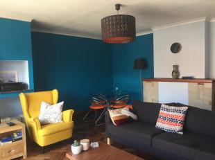 Dit appartement is rustig gelegen nabij de Rooigemlaan.<br /> Het appartement bestaat uit: een inkomhal, een grote woonkamer, een ingebouwde keuken, e