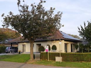 Deze karaktervolle woning is gelegen in een doodlopende straat in Ertvelde, een deelgemeente van Evergem.<br /> Op het gelijkvloers is er een ruime in