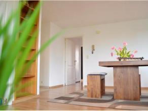 Dit 2-slpkr appartement, gelegen in een kleine residentie, werd reeds volledig vernieuwd en is aldus instapklaar. De huidige inrichting en vele glaspa