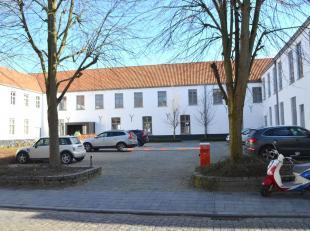 Deze parkeerplaats (P18) maakt onderdeel uit van de studentencampus Amicorum, gelegen in de Werkhuisstraat. Slechts toegankelijk na openen barri&egrav