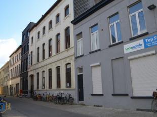 Administratief gebouw geschikt voor woonproject gelegen in het centrum van Oostende.<br />  Indeling gebouw:<br /> * Kelder: stookplaats en bergruimte