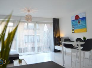 Gelegen in een kleine residentie te centrum Knokke bevindt zich deze mooie woonopportuniteit. De overvloed aan NATUURLIJKE LICHTINVAL in combinatie me