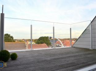 Zéér ruime lichtrijke duplex in een kleinschalige Residentie. De hedendaagse architectuur in combinatie met de felbegeerde woontroeven (