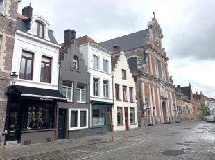 Commercieel gelegen handelspand in het centrum van Brugge, op één van de belangrijkste invalswegen voor wie de stad inrijdt richting Mar