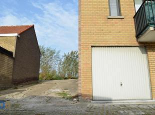 Ruime garagebox voorzien van elektriciteit, gelegen vlakbij het centrum van Zeebrugge.<br /> Afmetingen: 7,50m x 2,60m .<br /> Geen syndicuskosten!<br