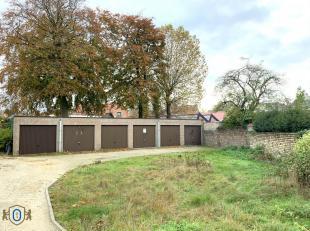 Veilige en beschutte garagebox/opslagruimte gelegen in een garagecomplex te Brugge. Ideale vastgoedinvestering.<br /> Binnenafmetingen : 5,70m x 2,90m