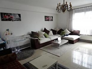 Bel appartement de 70 m² en bon état avec 2 chambres et ascenseur, situé au 4ème étage dans un bâtiment de 5 lo