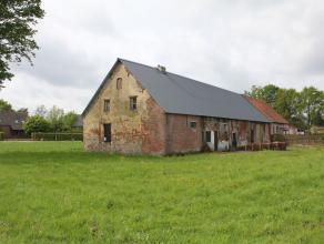 """Te verbouwen hoeve te koop te Putte<br /> <br /> Bestaand monument """"Pitzenburghoeve""""<br /> Bouwvergunning goedgekeurd voor verbouwing in prachtige lan"""