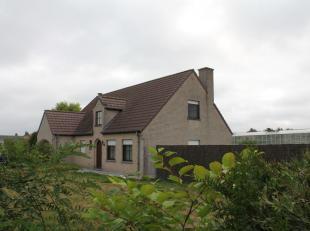 Recente woning met grote serre te koop te Rollegem-Kapelle<br /> <br /> Bestaande uit :<br /> <br /> Recente alleenstaande woning met inkom, living, k