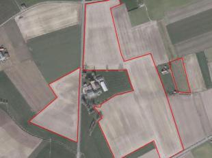 Uitstekende akkerbouwgrond te koop te Proven<br /> Totale oppervlakte 18 ha 06 are 90 ca Moenaardestraat (TE KOOP)+ stuk van 2 ha 13 are 50 ca Gravend