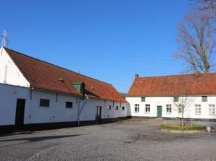 """Zeer mooi gelegen hoeve """"Goed ten Coutere"""" te koop te Tiegem<br /> <br /> Rustig gelegen met zicht op dorpskern van Tiegem<br /> Woning en aanpalende"""