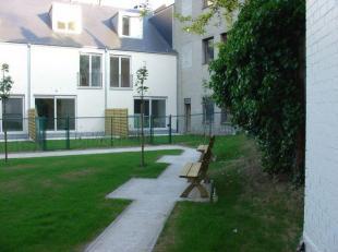 Bruxelles : Centre ville, quartier Dansaert, dans un clos protégé Maison de 220m² habitable construite en 2004 . Elle se compose :