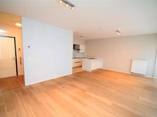 Woluwé-Saint-Lambert : Quartier M. Thiry, superbe Appartement de 70m² remis à neuf composé : Hall d'entrée, buanderie
