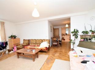 Forest : Quartier Altitude Cent, au 1er étage dune petite copropriété sans ascenseur, bel Appartement de 95m², se compose :