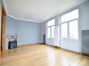Forest : Quartier Altitude Cent, au 2eme étage dune petite copropriété sans ascenseur, bel Appartement de 95m², se compose :