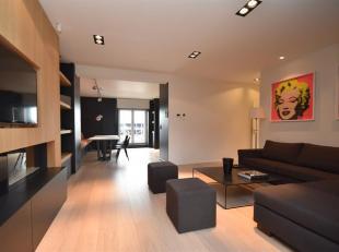Waterloo: Quartier Richelle à proximité des commerces, école St John's et transports, superbe Appartement en Triplex Meubl&eacute