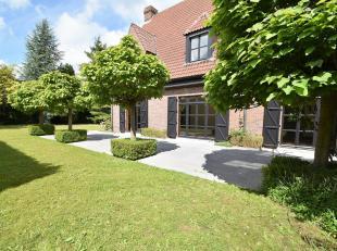 Wemmel : In de prestigieuze wijk van Bouchout, mooie Villa van 450m² in 1950 gebouwt op een terrein van 20 ares en samengesteld : Hal, wc, groote