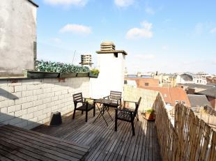 Bruxelles centre : Quartier Sainte Catherine - De Brouckère  à deux pas des commerces et transports , au dernier étage avec ascen