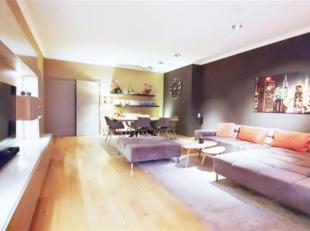 Bruxelles: Quartier Louise-Sablon à proximité des commerces et transports, bel Appartement Meublé composé : Spacieux hall
