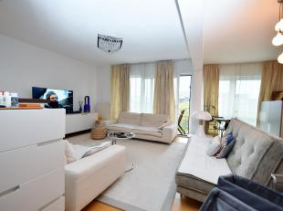 Schaerbeek, Quartier Lambermont. Bel appartement de 100 m². Il se compose : hall dentrée, vaste séjour avec cuisine américai