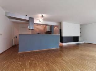 Forest: A proximité de l'Altitude 100 et de l'avenue Molière, bel Appartement de 133 m² composé : séjour avec feu ouv