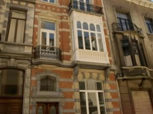Saint Gilles : Quartier Louise - Stephanie à proximité des commerces et transports, bel Appartement de 85 m² situé au 1 &eac