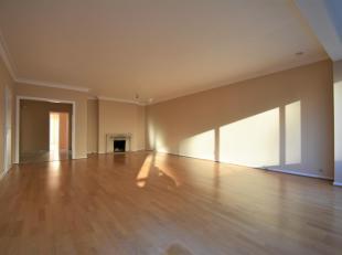 Uccle: Quartier Churchill à proximité des commerces et Transports, superbe Appartement de +-100m² situé au 3e/8, il se compo