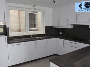 >PRACHTIG NIEUWBOUWAPPARTEMENT Dit appartement omvat een inkomhal, 4 slaapkamers, een apart toilet, een volledig betegelde badkamer (bad en lavabo)