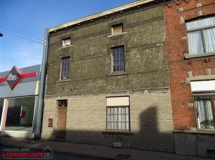 VISITES ET RENSEIGNEMENTS AU 0487/34 34 83 - Chaussée de Bruxelles, 266 - Spacieuse maison d'habitation à rénover comprenant cave