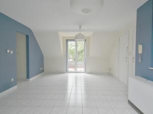 Prix: 520 euros, deux mois de caution.<br /> Appartement une chambre au 1er étage, situé dans un village à proximité de Mo