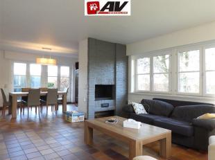 Rumillies : Magnifique maison plain-pied 2 chambres, terrasse, jardin et car-port. COMPOSITION : Grand Hall d'entrée, lumineux séjour co
