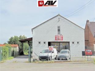 Vaste entrepôt de +/- 320 m² implanté sur un terrain de 24 ares et 80 centiares idéalement situé et préc&eacute