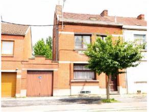 Réf.:1000. VENDU - VENDU - VENDU - VENDU - VENDU - VENDU - VENDU - VENDUBonne maison 3 façades avec garage sur l'Avenue d'Hyon. Elle se