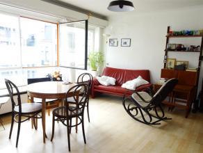 Appartement bestaande uit een inkom, een living-eetplaats, een gedeeltelijk geïnstalleerde keuken (spoelbak, kookplaat, dampkap), 1 slaapkamer, e