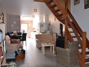 Huis te huur bestaande uit een living, een deels geïnstalleerde keuken, een washok, een badkamer met douche, 4 slaapkamers en een tuin. In de keu