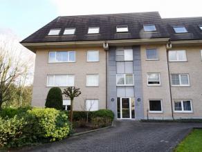 Appartement met garagebox te huur op amper 300 m van het station Gent Sint-Pieters! Het appartement bestaat uit een inkom, een ruime woonkamer (34m&su