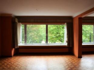 Ruim energiezuinig appartement met uitstekende ligging te huur. Dit ruim appartement bestaat uit een ruime inkomhal, een woonkamer en eetplaats, een i